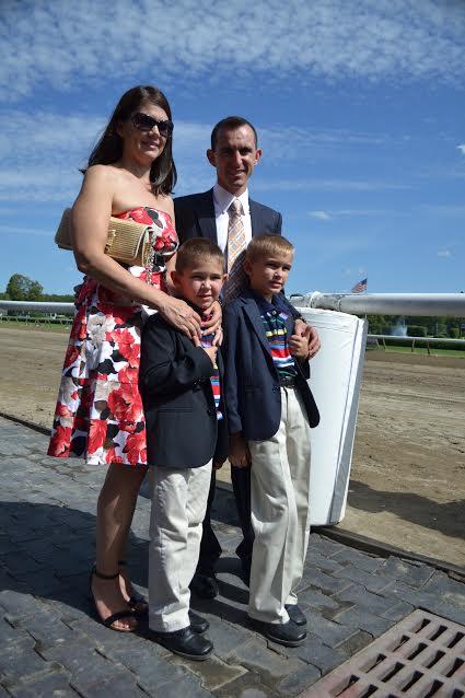 La familia Domínguez duranta la entrega del premio Mike Venezia en Saratoga, 2013 (Gonzalo Anteliz Jr.)